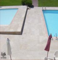 TErrasse et bords de piscine en balzac fleuri
