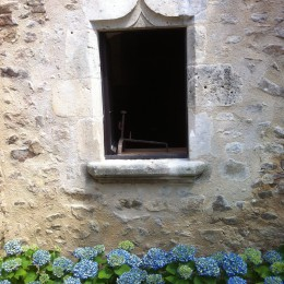 Creation of a window in an ancient house