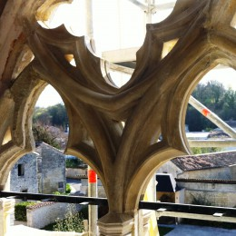 Bay window renovation in a roman church in the Charente