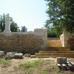 setting of steps in block stone on the building site