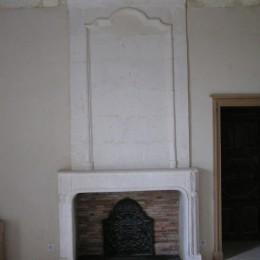 Rénovation d'un ancien manteau de cheminée dans le style de l'époque
